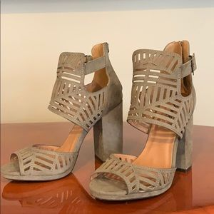 Cute taupe suede chunky heel by Qupid sz 7.5